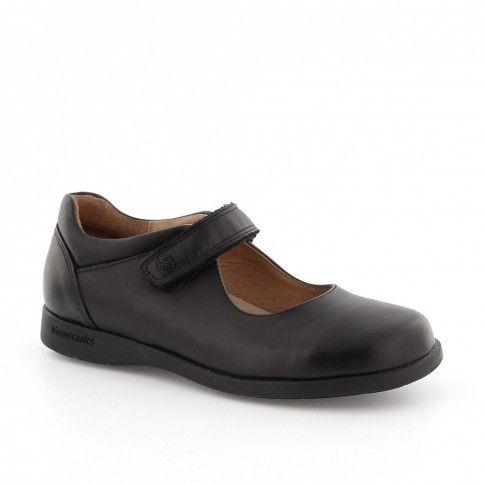 Pantofi de fete, negri, ideali pentru scoala.