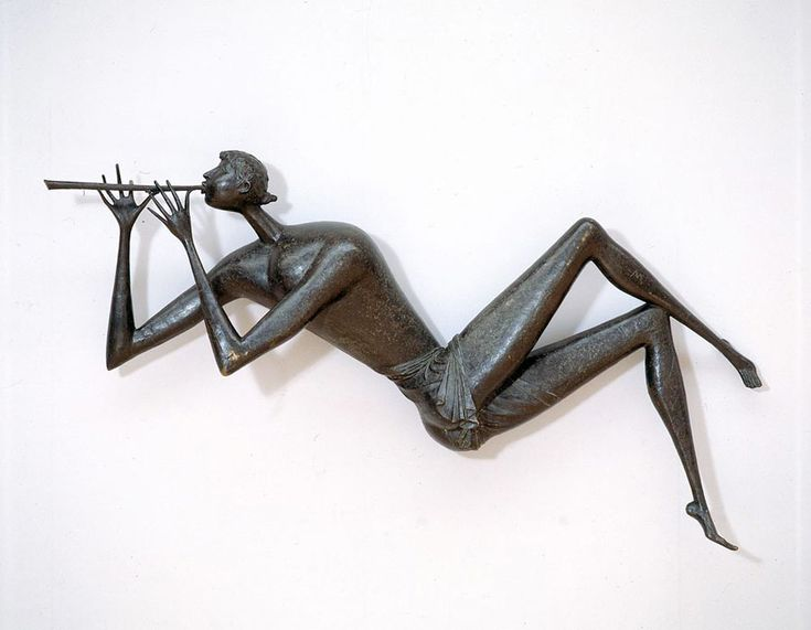 Fauno; le torsioni impossibili a cui Mascherini forza le sue figure rivelano un'insospettabile e naturale armonia