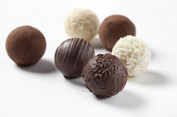 """Lunes de antojo... disfruta hoy de unas deliciosas """"TRUFAS DE CHOCOLATE"""" de la #reposteriaastor www.elastor.com.co"""