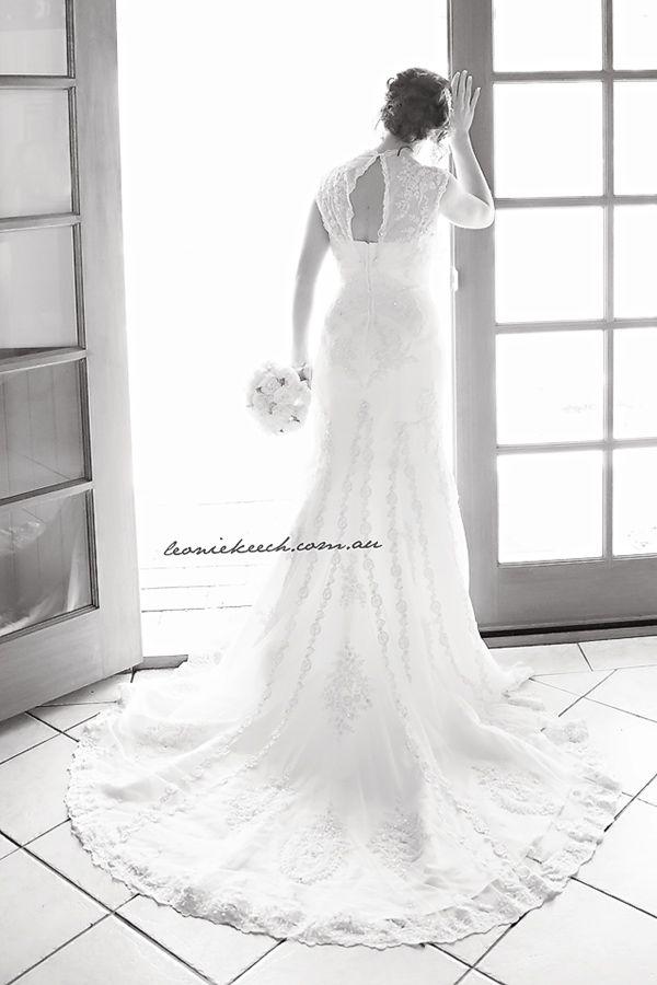 Wedding > vintage > bride > posing > ideas