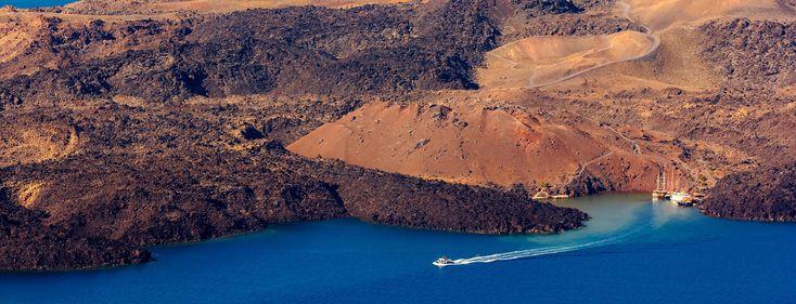 Santorini tours, hotels, villas, archaeological sites, restaurants, beaches, nightlife in Santorini