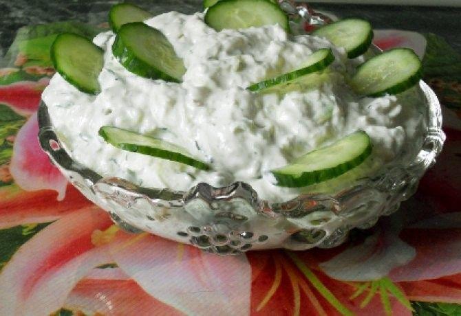 Tzatziki - görög uborkamártogatós recept képpel. Hozzávalók és az elkészítés részletes leírása. A tzatziki - görög uborkamártogatós elkészítési ideje: 20 perc