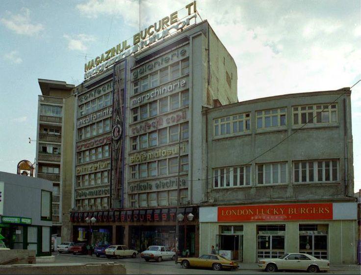 """In aceasta cladire, care este o extensie a magazinului Bucuresti, s-a deschis, tot prin anii '90, unul din primele restaurante fast food din Bucuresti. Si pare ca si """"magazinul universal"""" inca functiona."""