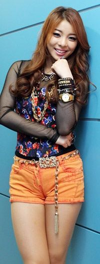 Ailee here is another pose of ailee before singing her new son called (Singing got better) with a new and mature image.