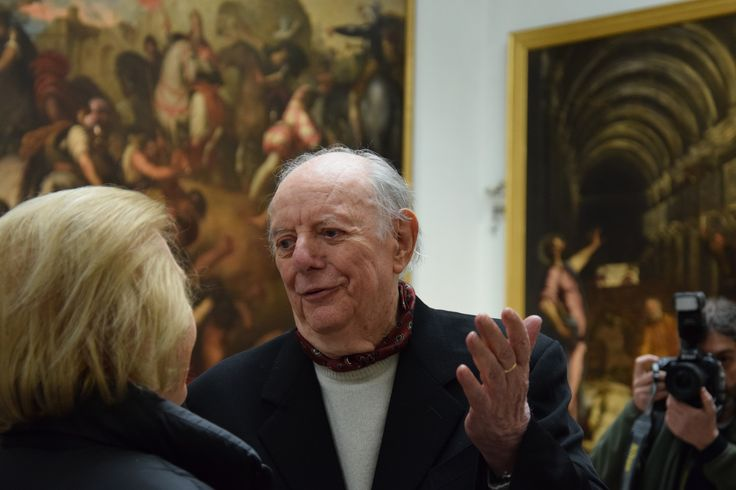 Dario Fo è arrivato in Pinacoteca... Dopo qualche saluto e fotografia la conferenza stampa può iniziare