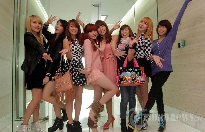 Girl Band Cherrybelle saat ditemui pada konferensi pers ulang tahun indosiar yang ke-19 yang bertajuk 'Aks1 9emilang' di SCTV Tower Lantai 19, Senayan, Jakarta Selatan, Jumat (3/1/2014). (Tribunnews/Jeprima) (Tribun Jakarta/Jeprima)