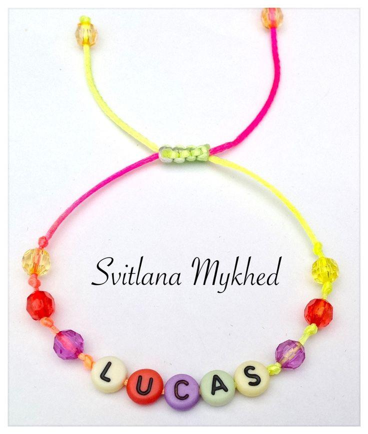 """Bracelet avec prénom """"Lucas"""". Bracelet personnalisable homme, femme, enfant : Bracelet par perles-et-couronnes"""
