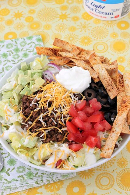 Taco Dinner Salad - a great weeknight meal to get the entire family involved! @aldiusa