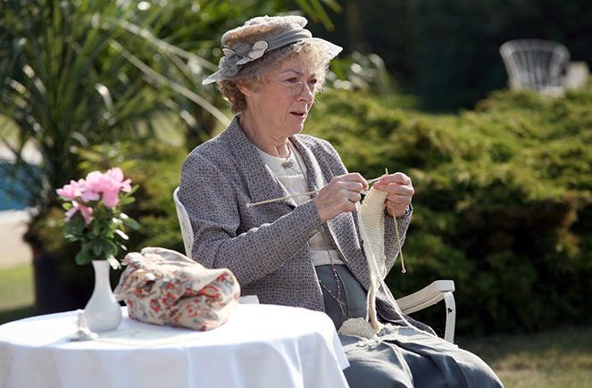 Crafts on the screen: Miss Marple knitting!