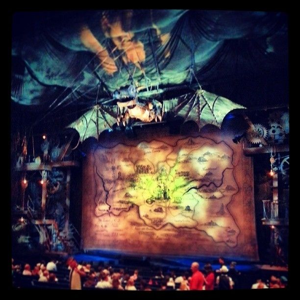 "You took a picture of the set even though your phone is supposed to be turned off. | 31 Signs You're Obsessed With ""Wicked"""