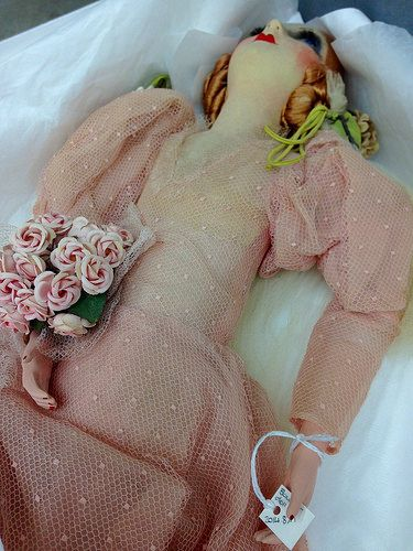 Sometimes the objects help us with our task. 1920s Boudoir doll holds her tag 😃…
