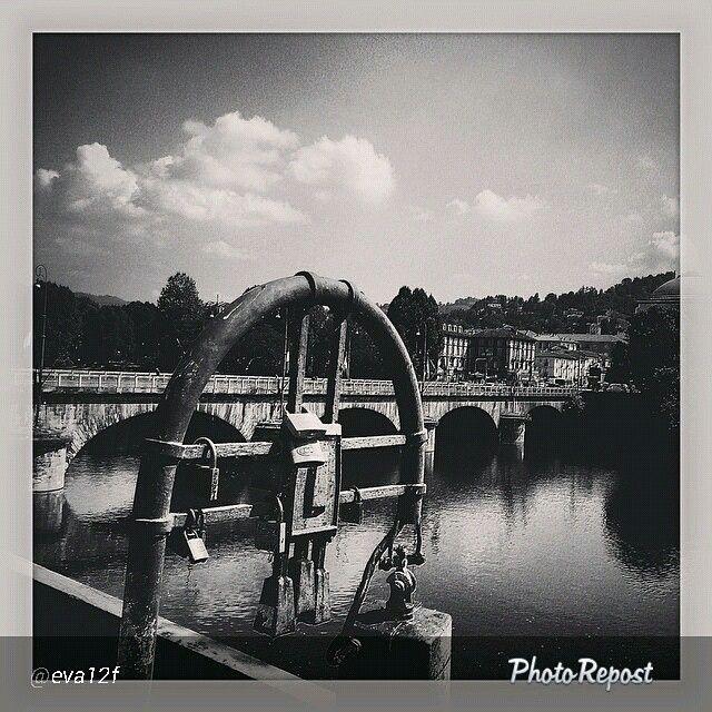 #Torino raccontata dai cittadini per #InTO Foto di @eva12f #torino #turin #lungopo #sunday #torinoècasamia #today #instagood #instamood #bridge #river #blackandwhite #instaturin #catenaccio