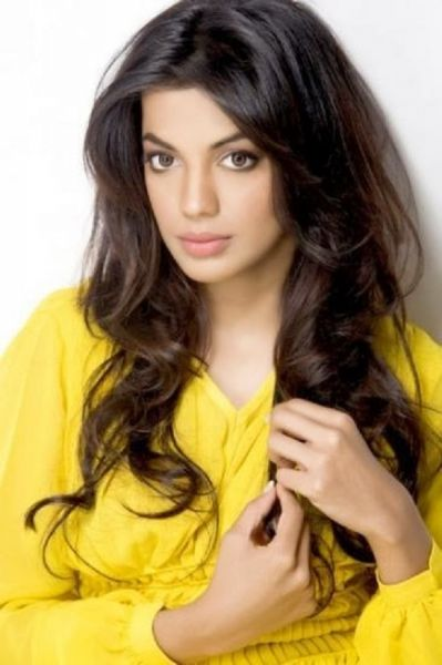 Mugdha Godse Looks Gorgeous in Yellow Dress