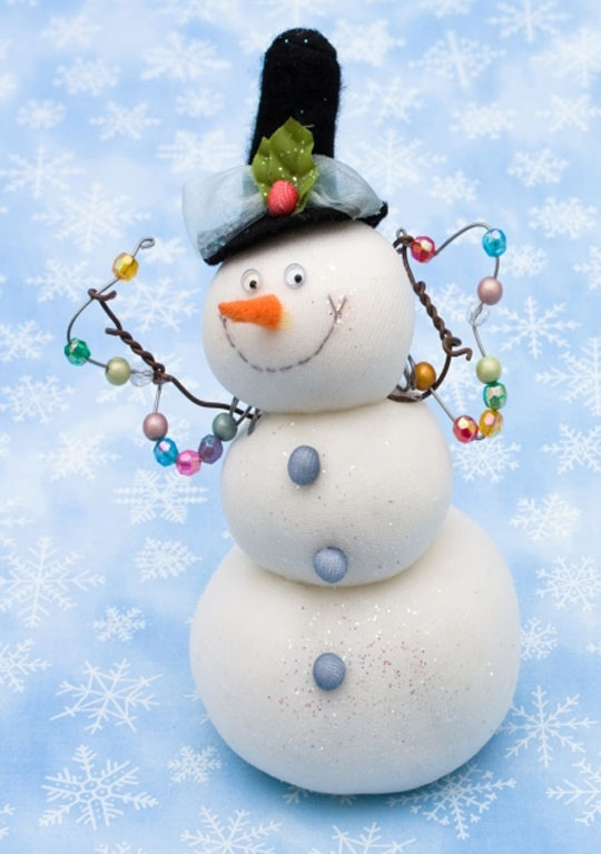 What a darling face on this snowman. And I love how they lights he's hanging are pastel colored. So cute!