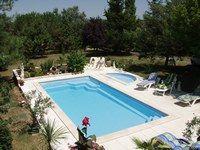 Piscine Hydrotonic et petit bassin Romain de Piscin°1 - Bien choisir sa piscine - Les piscines privées sont rarement adaptées aux enfants. Grâce à ce modèle comprenant deux types de bassin, les plus grands peuvent profiter de la baignade tout en surveillant...