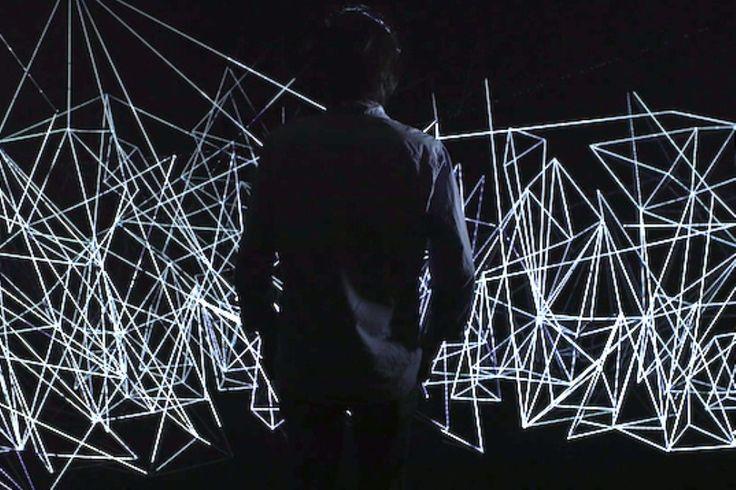 ソウル発、キムチ・アンド・チップスによる蜘蛛の巣状のインスタレーション