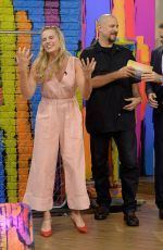 Margot Robbie guesting on the Set of Univision's 'Despierta America' http://celebs-life.com/margot-robbie-guesting-set-univisions-despierta-america/  #margotrobbie
