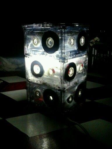 riciclo musicassette....lampada