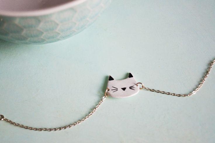 Bracelet Pâte Fimo Chat HOKU - Un petit bracelet réalisé en pâte fimo - peint à l'acrylique et vernis - Bijoux épurés - Pastel - Cat -