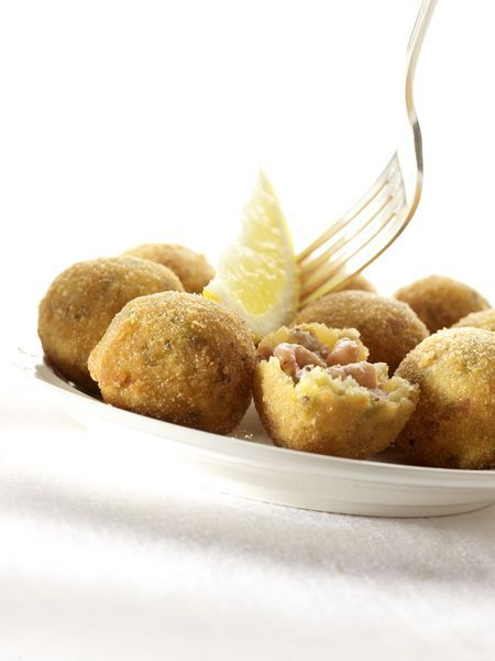 Aardappel in kroket met garnalen en tomaat
