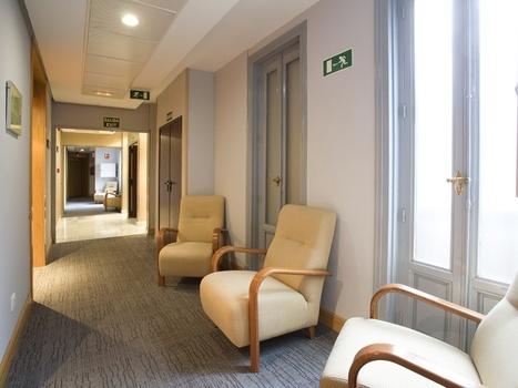 Pasillo interior del Hotel Petit Palace Londres   Diseño sobrio y relajante en el centro de #Madrid