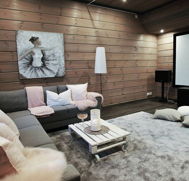 Our cinema room is almoust ready! The new shiny grey carpet is from Ruugs. With code PJP10 you can get 10% discount in webstore of Ruugs! The code is valid until August 31th ☆Tämä ihana helmenharmaana hohtava matto on nyt esittelyssä blogissani! Ruugs tarjoaa blogini lukijoille 10% alennuksen mattotilauksiesta 31.8 asti. Alennuskoodi on PJP10 😊#carpet #interior #ad
