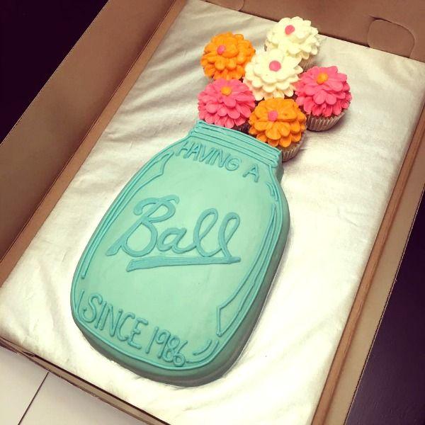 21 Pull Apart Cupcake Cake Ideas Ball Mason Jar Flowers | Pretty My Party