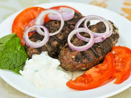 Griekse Bifteki Met Feta recept | Smulweb.nl
