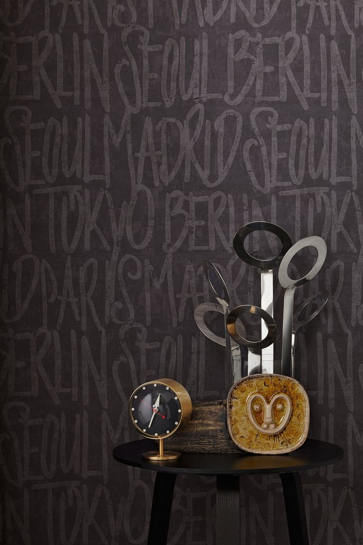 Tapetenwechsel! Keine Lust auf eine 08/15-Einrichtung? Dann solltet ihr euch die außergewöhnlich designten Vliestapeten von LIVINGWALLS genauer ansehen. Ob in schwarz, anthrazit oder creme, retro oder modern - die hochwertigen Tapeten sind abwaschbar und bringen cooles Urban-Flair zu euch nach Hause. Macht's euch gemütlich!