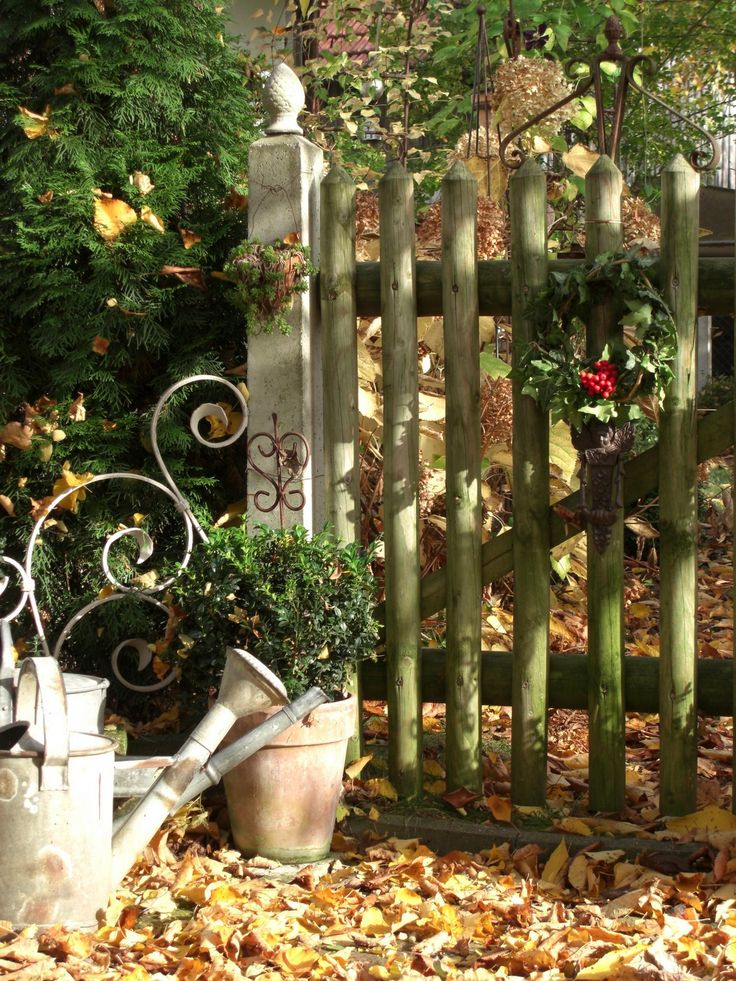 Gate with a touch of Christmas Cheer