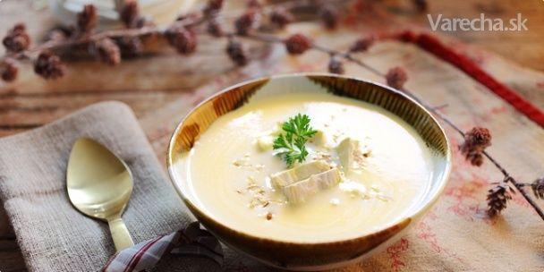 Komerčný recept Táto krémová polievka z karfiolu na francúzsky štýl je podávaná s kúskom syra Camembert. Pre docielenie ešte  výnimočnejšej chuti, ju posypte pred servírovaním trochou podrvených alebo pomletých opečených lieskovcových  orechov.