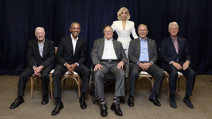 La foto viral de Lady Gaga con los cinco ex presidentes vivos de EEUU - Infobae