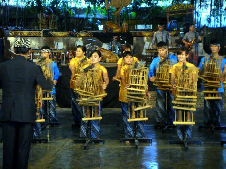 Saung Angklung Udjo - Manjaw.com
