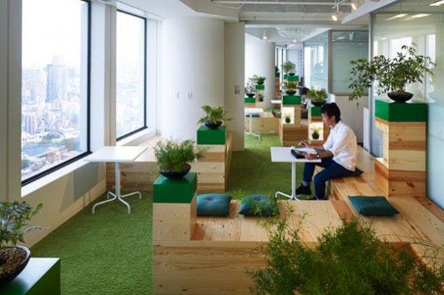 Google Tokyo Office    Situés dans le quartier de Roppongi à Tokyo, les bureaux japonais de Google ont été pensés par les équipes de Klein Dytham. Mélangeant avec talent les influences occidentales à celles du pays du Soleil levant, des images de cet environnement aux multiples ambiances sont à découvrir dans la suite.