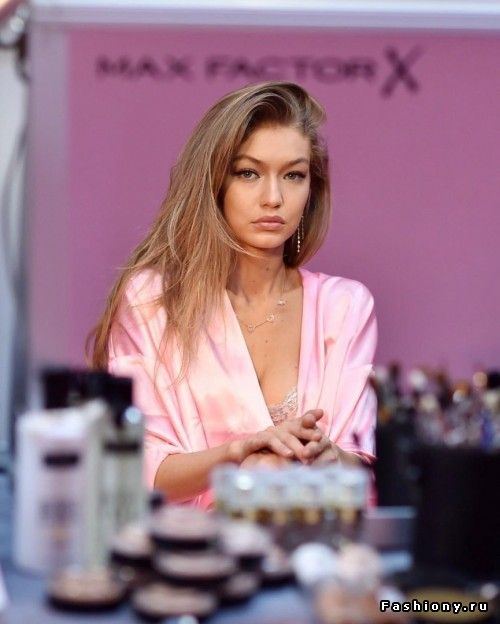 Victoria's Secret Fashion Show 2016 backstage