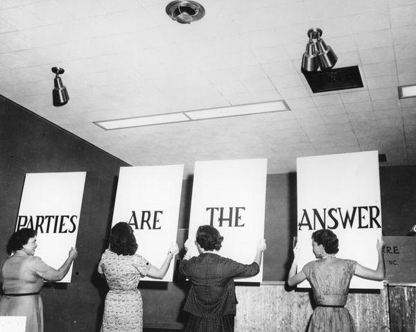 A Look Inside 1950'S Tupperware Parties (10 Photos)