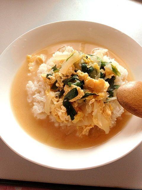 ただの味噌汁ごはんです。 ニラと卵がはいるとうまい。 - 5件のもぐもぐ - ニラ卵味噌汁かけご飯 by yosuke2222