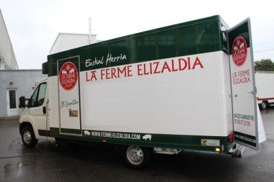 Camion equipe rotissoire poulet neuf remorque magasin