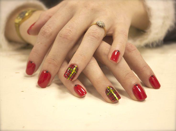 #tartan #festive #nail #art #christmas #nails #ilovenails #gelnails #biosculpturegel #art #winter #design #uk