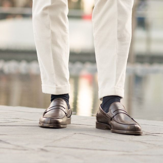 """We do not remember days, we remember moments."" Cesare Pavese  Rilasàa, our #loafers in brown leather available online at www.velasca.com. Link in profile to #shop.  #velascamilano #madeinitaly #shoes #shoesoftheday #shoesph #shoestagram #shoe #fashionable #mensfashion #menswear #gentlemen #mensshoes #shoegame #style #fashion #dapper #men #shoesforsale #shoesaddict #sprezzatura #dappermen #craftsmanship #handmade #pennyloafers"