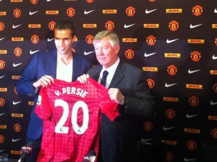 Man U signs Van Persie!!