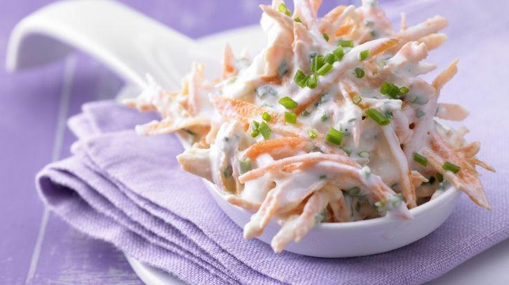 Knackige Gemüsefrische: Möhren-Schnittlauch-Quark mit Schmand   http://eatsmarter.de/rezepte/moehren-schnittlauch-quark