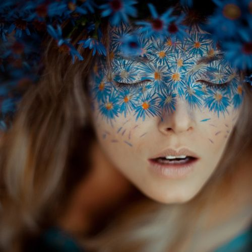 Don't know who the MUA or photographer or the model is, but I like. Very unique. | Arts I likes | Pinterest | Flower power, Flower and Models