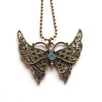 Halsband med fjäril från http://ladyofthelake.se