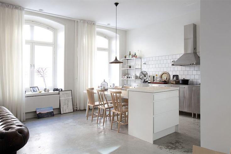 Ongegeneerd naar binnen kijken bij Zweeds appartement Roomed | roomed.nl