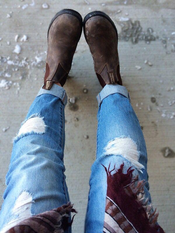 Blundstones & boyfriend jeans