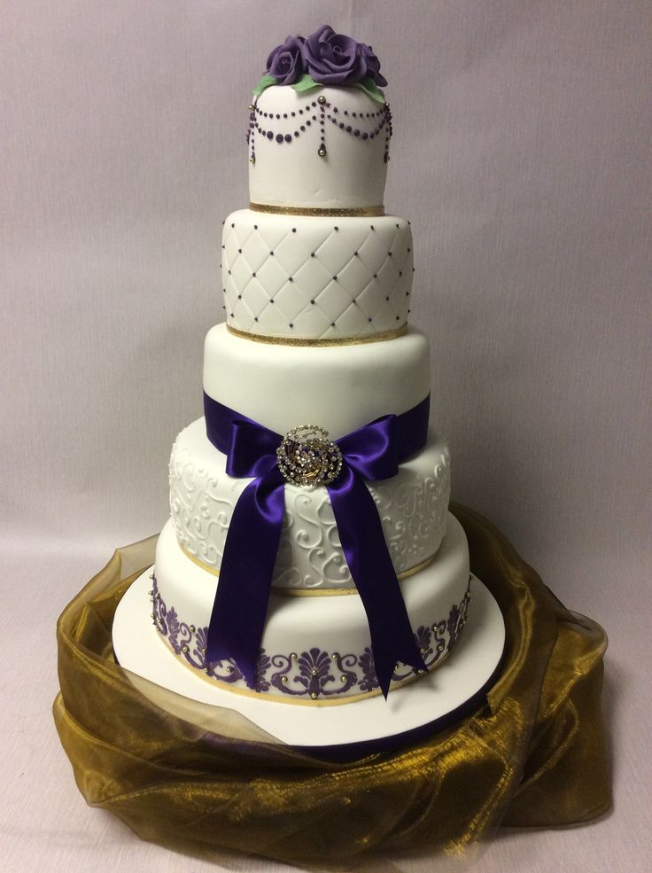 wedding cakes purple and white 1000 images about purple themed wedding cakes on 25323