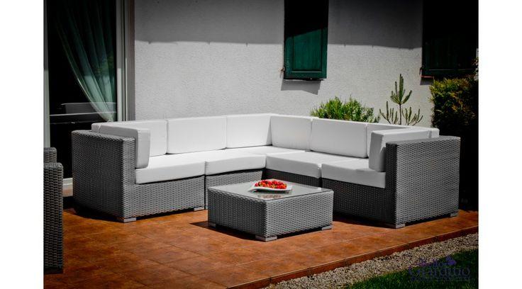 Egy kiváló minőségű, exkluzív és praktikusan használható Bello Giardino műrattan kerti garnitúra, amely ideális magánházak, hotelek, panziók számára is. Időjárás álló műrattanból (polyrattanból) készül, könnyű és tartós alumínium