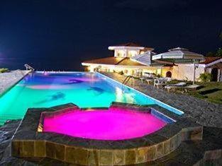 Sherwood Bay Aqua Resort & Dive School Bohol - Rainbow Colored Swimming Pool