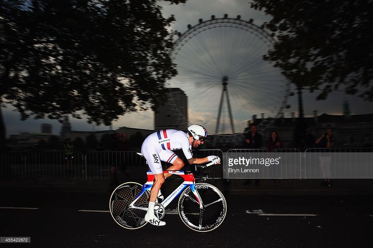 Sir Bradley Wiggins of Great Britain and Team SKY in action on his... Fotografía de noticias | Getty Images